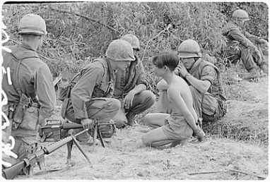 US marines capture Vietnamese soldiers