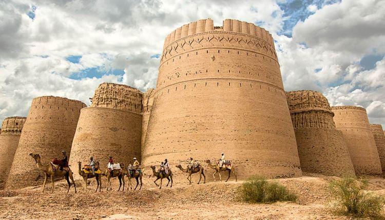 Derawar-Fort,-Bahawalpur,-Punjab